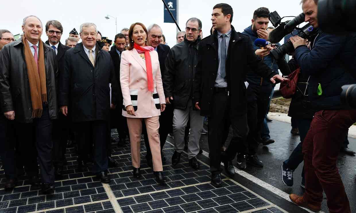 Ségolène Royal inaugurates the solar panel road